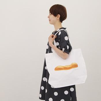 値段の手ごろさと可愛いデザインで、ついつい欲しくなってしまうトートバッグ。お買い物や習い事のおともに持って行くとワクワクする、とっておきのトートバッグを見つけてみませんか?
