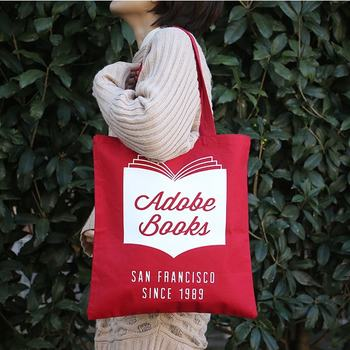 アメリカのサンフランシスコ・ミッション地区に店を構える、アドビ・ブックス。ビジュアルブックを中心に取り扱う本屋です。