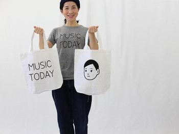 持つ人も、見る人も思わず笑顔になってしまうような、ゆるーいタッチのイラストが可愛いトートバッグをご紹介します。