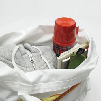 見た目のかわいさはもちろん、容量たっぷりだから、お仕事用やジム用のバッグとしても。