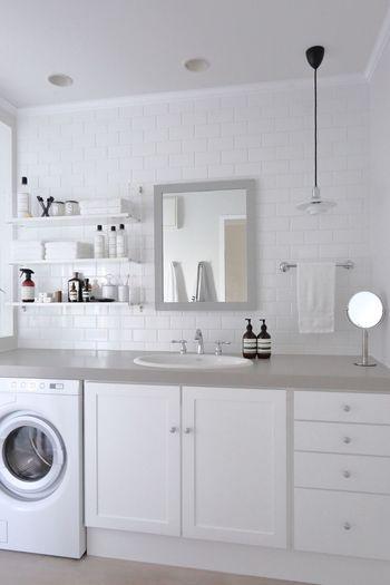 洗面所の様子がこちら。タオルの色やスキンケア類も同シリーズで統一し、インテリアショップのような空間に♪お風呂に入る前からワクワクしそう。