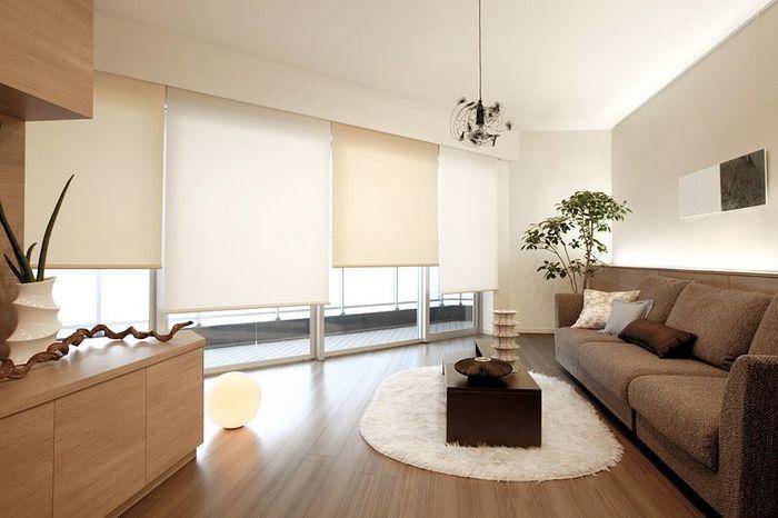 強い陽射しが気になるお部屋では、いつのまにかソファが色あせたり雑貨が劣化したりしやすいもの。日焼けが気になる窓辺に家具を置くのをやめたり、定期的にレイアウトを替えるのも良い方法です。