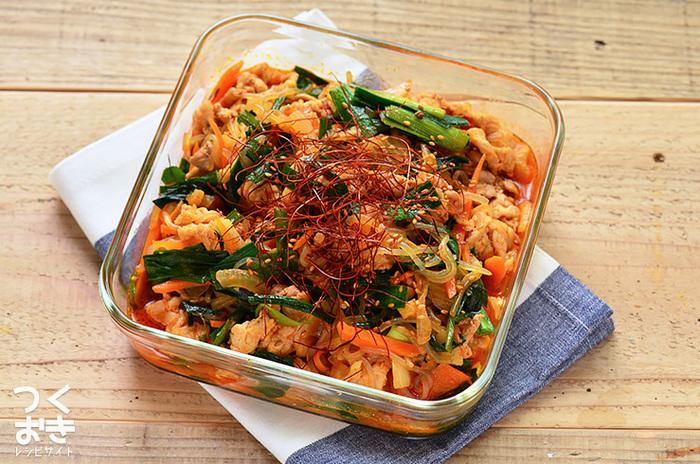 春雨よりも低カロリーなしらたきを使用したチャプチェ風のレシピは、たくさん食べてもヘルシーですよ。冷蔵保存で5日ほど持つので、たっぷり作って置きたいですね。