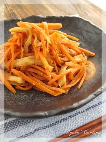 """しりしりとは沖縄の方言で""""繊切り""""という意味。スライサーでサッサッっと。簡単で美味しいので、「もう一品」という時のためにも覚えておきたいおすすめ野菜レシピです。"""