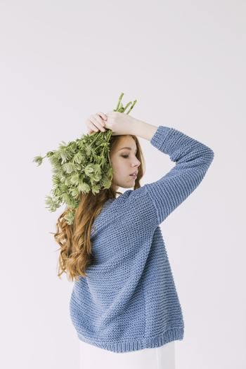 「切り花」をお部屋に迎えると、それを飾る場所を探しますよね。もちろん花を生ける花瓶もなくてはなりません。どこに飾ったら1番素敵に見えるのか、意識して部屋の中を見渡すことにつながります。