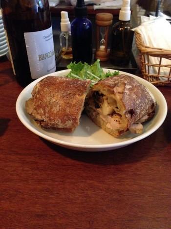 こちらは「チキンと舞茸のパニーニ」。お好みのパンで作ってもらえるので、バリエーション豊富に楽しめます。