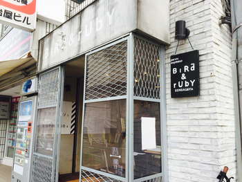東京・千駄ヶ谷にある、おしゃれなカフェ「BiRd&rUbY(バード&ルビー)」。 店内に座席は5つほど。こじんまりと落ち着く空間です。