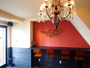全部で14席の小さなカフェは、キュートなインテリア。今女性の間で、可愛いお店として注目されているんですよ。
