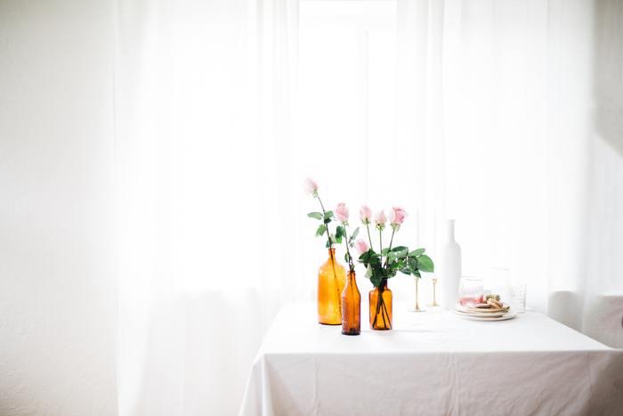 冷暖房が効きすぎていないこと、風や直射日光が当たらないなど、花にとって良い環境を整えてあげましょう。