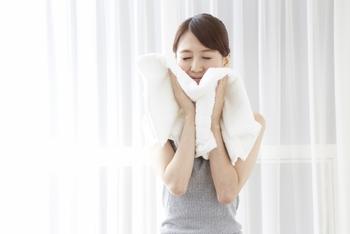 """バスタオルには、特に汚れが付きやすい部分があることをご存知ですか?それはタオルの""""中心部分""""。体や頭を拭く時には中心部をよく使うため、この部分が汚れやすいんです。"""