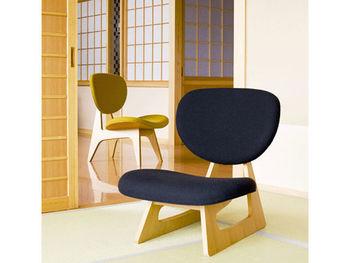 畳でもフローリングでも使いやすくインテリアに馴染みやすい低座の椅子です。松本幸四郎さんの邸宅用にデザインされたものだそう。低いのであぐらをかいたり足を伸ばしたり自由な体勢が取りやすくリラックスできます。 ▷低座イス S-5016NA-ST