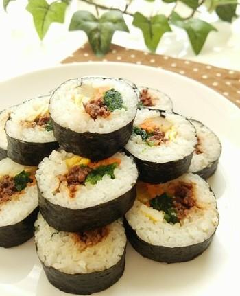 コチュジャンが隠し味の韓国風のりまき。彩りも美しく、ピクニックが華やぎます。