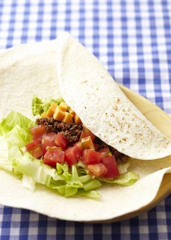 ご存じメキシコ料理の代表格。本場の雰囲気により近づけるなら、サワークリームやアボカドディップも添えてみて。