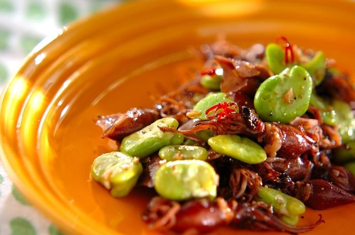 ホタルイカを、4月頃から店頭に出始めるそら豆といっしょに炒めたペペロンチーノ。シンプルだからこそ、旬の味がストレートに味わえます。ほんの一時期だけの贅沢な組み合わせですね。