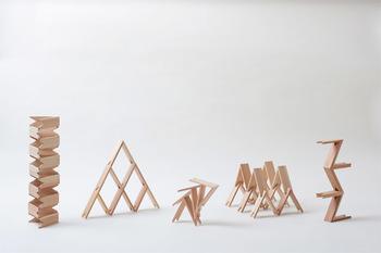 こちらは、宮崎県諸塚村のスギの無垢材を使用しています。重ねたり、アーチ状に積んでみたり、、お子さまの発想力、創造力を育む美しいおもちゃです。