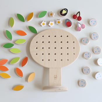 ロシアのアートトイブランド、SHUSHA(シュシャ)によるアート性の高いおもちゃ「SEASONS」。好きなパーツを飾って楽しむことができます。