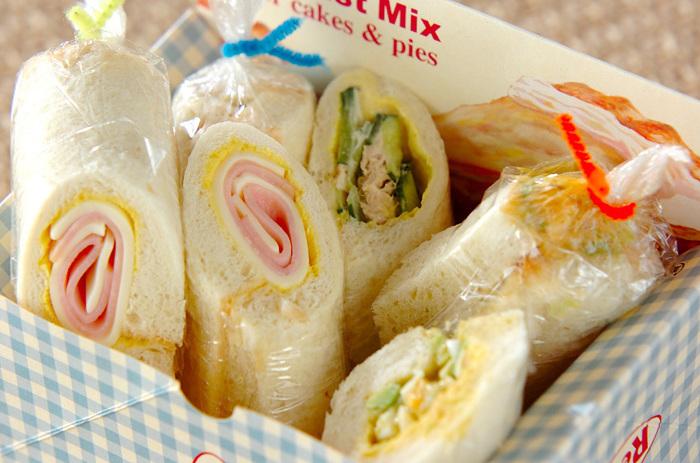 お子さんのお弁当など、キュートなロールサンドはラップでキャンディ包み♪両端をリボンやモールで結べばお弁当が一層賑やかになりますね。