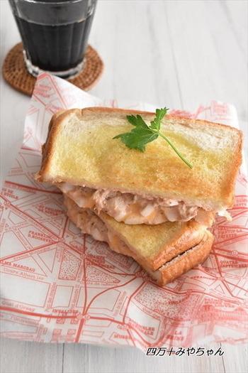 「ツナメルト」はカナダで人気の朝食。とろとろのチーズとツナ・玉ねぎの組み合わせがおいしい!