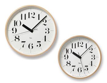 渡辺力さんと言えば数々のパブリッククロック(公共の時計)をデザインされていますが、なかでもレムレスクロックが有名で今も愛用者がたくさん。 人気なのはこちらのリキクロック。木製フレーム部分がタンバリンの枠と同じものなのだそうでグッドデザイン賞にも輝いています。