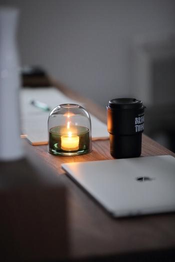 ぼんやりした灯火が暖かい雰囲気をかもし出してくれるキャンドルは、灯してもよし飾ってもよしのアイテムです。ダイニングテーブルに寝室に浴室に…と、あちこちに散りばめて飾るのも素敵ですね。
