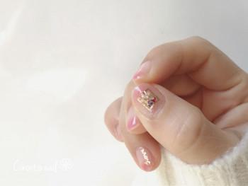 中指や人差し指におくことが多いアクセント。たまには親指を主役にして、ネイルパターンに変化をつけてみるのはいかが?