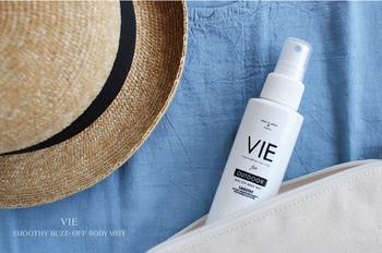 「VIE(ヴィー)」のボディミストは、天然のエッセンシャルオイルが使われている無添加製品。爽やかな香りで夏の虫除けとして利用できます。そのうえ保湿力もあるので、乾燥や日焼けによる肌ダメージをケアするためにも大活躍。