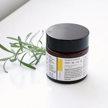 「THE SHEA BUTTER(ザ シアバター)」は、シアの種子100%のオーガニッククリーム。日焼けが気になる春夏に嬉しい栄養がたっぷり。肌になじみやすく、手、唇、顔、髪、体と、全身に使えます。
