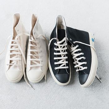 日本の職人さんの手で丁寧に作られる《ジャパンメイド》の一足は、どれも履き心地抜群◎。足への自然なフィット感に驚くはずです。  《ジャパンメイド》のスニーカーの中でも、清清しい「白」のものをセレクトしてご紹介します。また、記事の最後には【白スニーカーを使ったオススメコーデ】のガイド付き◎。《ジャパンメイド》の白スニーカーを春ファッションにとことん取り入れて、お出かけを満喫くださいね*