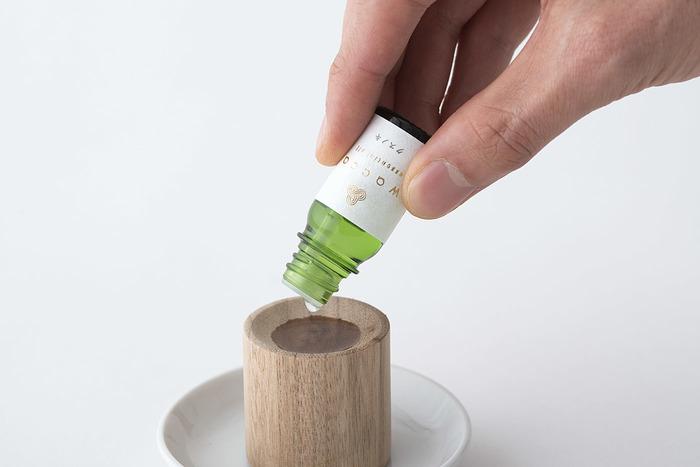 日本の植物にこだわった精油をプロデュースしているのが「wacca」。日本人を実感できる、心と体に染みこむようなアロマを楽しむことができます。
