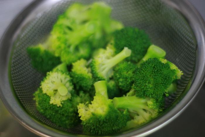ブロッコリーのスイーツレシピはめずらしいジャンルでもありますが、おかずで食べるのが苦手な人はぜひスイーツに挑戦してみましょう。ブロッコリーは、栄養豊富な緑黄色野菜の代名詞と言われるほどビタミンCがたくさん含まれていて、美容にも健康にもいいこと尽くしなんです。