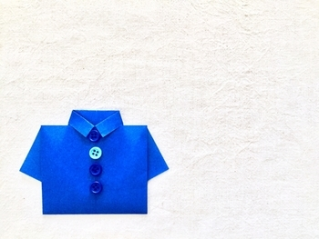 父の日のプレゼントには、可愛いシャツ型のメッセージカードを付けてみては?