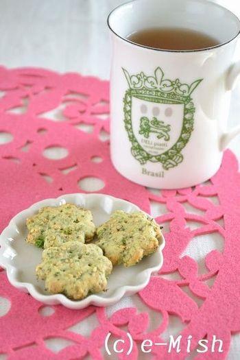 こちらはブロッコリーをクッキーで頂くレシピ。白ごまも入っているので、ごまの栄養も摂れます。さらに、卵とバターは不使用で、砂糖の変わりにメープルシロップを使っているところも体にやさしいポイント!