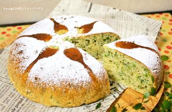 なめらかな丸い形のケーキは炊飯器の形です♪ホットケーキミックスを使うので、材料の準備も簡単。ご飯を炊くように、お手軽に作れるブロッコリーのケーキレシピです。