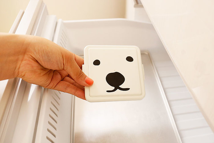 フタを冷凍庫にいれて凍らせれば、保冷剤として活躍してくれるんです!外気温が30度の場合は3時間以上、容器の中を15度以下にキープしてくれますよ。保冷バッグと併用すれば、さらに効果があがります。 ちなみにこちらの『GEL-COOま(ジェルくーま)』、売上の一部が北海道札幌市にある円山動物園に寄付されるそうです。間接的に、動物園を支援できるのもうれしいですね。