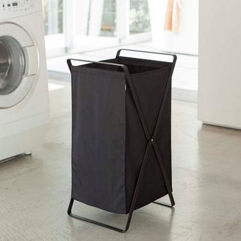 散らかりがちな洗濯物をすっきりまとめられるランドリーバスケット。容量が大きいうえに、洗濯物を入れたままたたんで運べるスグレモノです。お風呂の脱衣室などに置いておいて、洗濯機まで移動させるのも簡単。