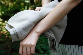 洗い立てのデリケートな肌を拭く物だから、バスタオルはやっぱり手触りが一番。上質なタオルを選んだら、丁寧に洗濯してできるだけ長く愛用して下さいね。