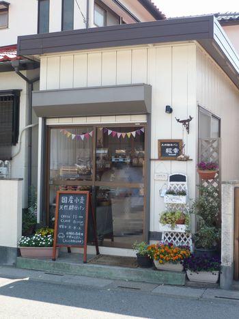 武里駅から歩いて6分ほどのとこにある「糀幸 (ハナサチ)」は、自宅の一部を改装して始めたという小さなパン屋さん。火・木・土のみの営業です。