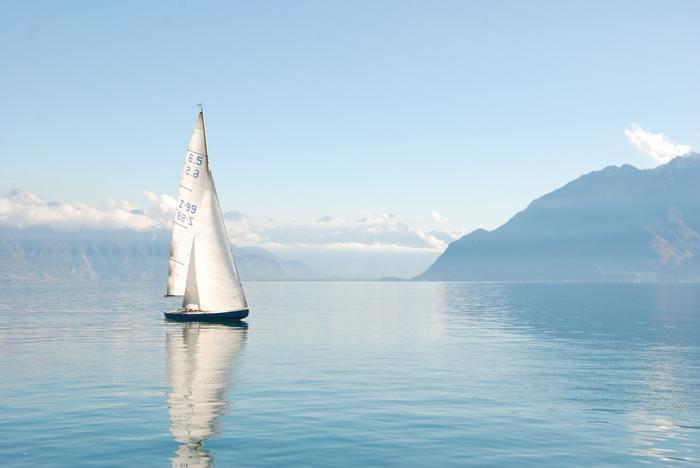 """""""ここから 一緒にゆこう わたしと あたらしい船を出す""""、哀しいことが起こっても旅に出ようとする詞に励まされますね。決して強いメッセージではなく、やさしくすべてを包み込んでくれるような、そんな美しさのある曲です。"""
