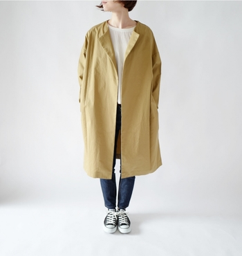 ワッシャー加工を施した柔らかなツイル素材を使用したコート。ボタンが付いていないデザインなので、肌寒い春にサッと羽織る事ができる手軽なアウターです。