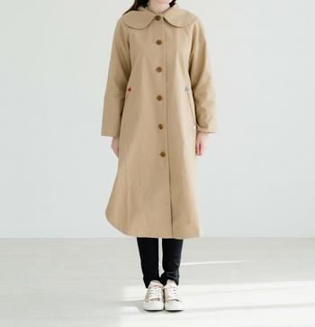 大きな襟が特徴的なユーモラフのラグランコートは、裾に丸みを付けたデザインが女性的でとてもキュート♪
