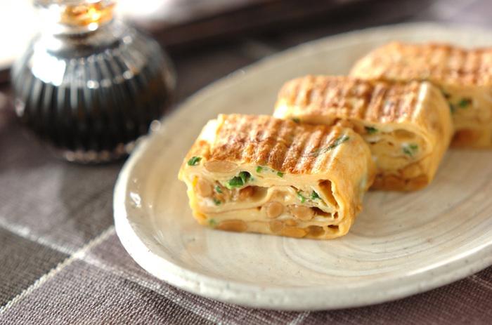 『納豆のだし巻き卵』  納豆の香りが広がる卵焼き。納豆は水洗いしてから使うとねばつきを抑えられます。