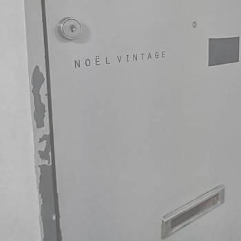 「Noel Vintage(ノエルヴィンテージ)」。国内外から買い付けられた雰囲気のある生地やデザイン、深みのある古着と出会えるお店です。  (昨年まで中目黒で営業していましたが、現在はビルの工事に伴い閉店中。今年中に新たなエリアで新店舗をオープン予定。 現在は、オンラインショップとイベント出店で活動をしています。)