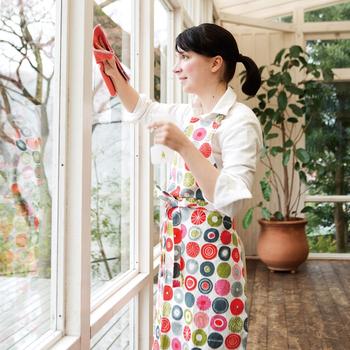 出入りが多い玄関や、開け閉めする窓付近はとくに念入りにお掃除すると良いでしょう。また、窓を開けての換気は日中は避けて朝と夜にするほうが花粉があまり入らずに済みます。