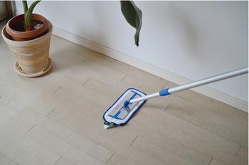 花粉を床に落としたら、しっかり除去することが大事。そこでおすすめの床掃除アイテムがこちら、スウェーデンのMicro System社が開発した「MQ・Duotex プレミアムモップ」。