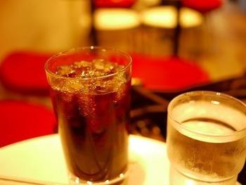 どこか海外のカフェのようなカジュアル感のある店内でいただくハウスブレンドのコーヒーは、フレンチローストの香ばしい香りとほんのりとした苦味が、クセになると地元の方にも評判です。