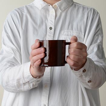 無骨なかっこよさを感じるマグカップは、290ccとたっぷりと入るサイズも魅力。家族みんなで使うことができます。