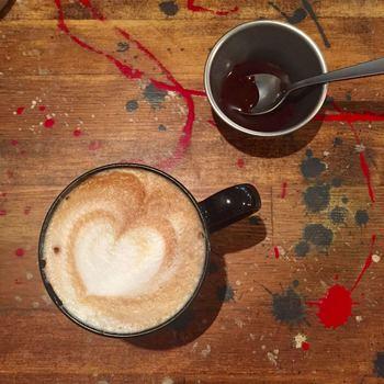 ふわふわのクリームがまろやかなカフェラテ。こちらでは、コーヒー以外のドリンクメニューも豊富なので、ぜひ味わってみてくださいね。