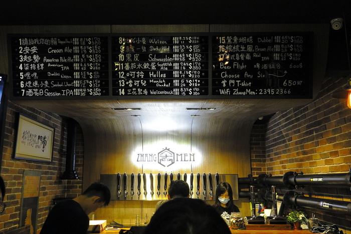 台湾産のコーヒーを使用した芳醇な香りが楽しめるビールや、フルーティーな味わいの「Double IPA」など…。メニューに書かれた台湾語が分からなくても、直感的に「コレ気になる!」というのを飲んでみても楽しいですよ♪
