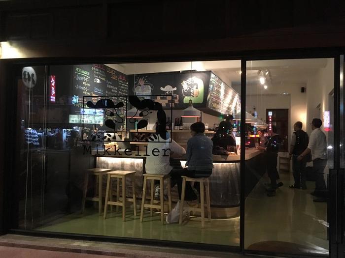 MRT北門駅から徒歩5分ほど。デンマークにあるクラフトビールブランド「Mikkeller(ミッケラー)」のアジア5店舗目にあたるクラフトビールバーが「米凱樂啤酒吧(Mikkeller Taipei)」です。 東京・渋谷にも一店舗、「Mikkeller Tokyo」として直営店がオープンしています。
