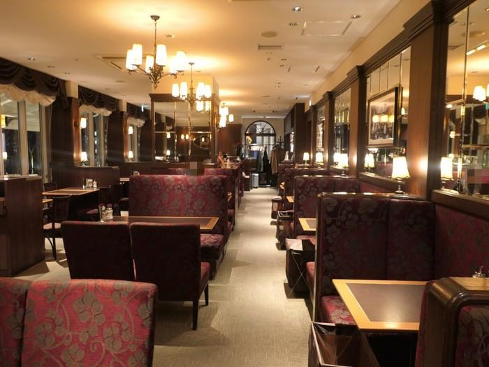 ウィーンの空気を感じながらウィンナーコーヒーを味わいたいなら、「Cafe Landtmann(カフェ ラントマン)」へ。1873年にウィーンで創業した老舗カフェの海外1号店です。まるで本当にウィーンのカフェのような雰囲気ですね♪